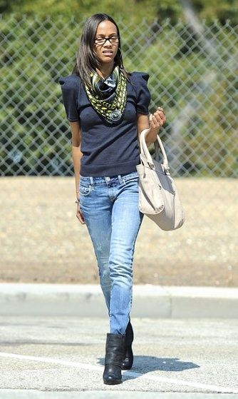 Zoe Saldana e la Baltimore bag in color avorio di Gerard Darel