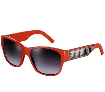 Occhiali da sole Burberry: i sunglasses con borchie super grintosi