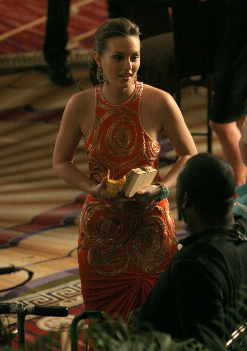 Leighton Meester goes all in while playing blackjack with Ed Westwick filming 'Gossip Girl' in New York City