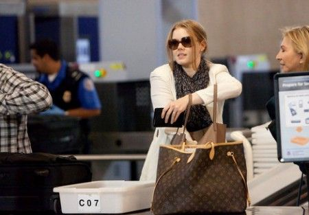 amy adams louis vuitton monogram neverfull