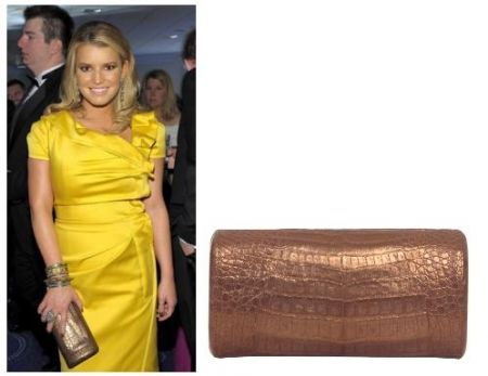 Jessica Simpson con una clutch Nancy Gonzales