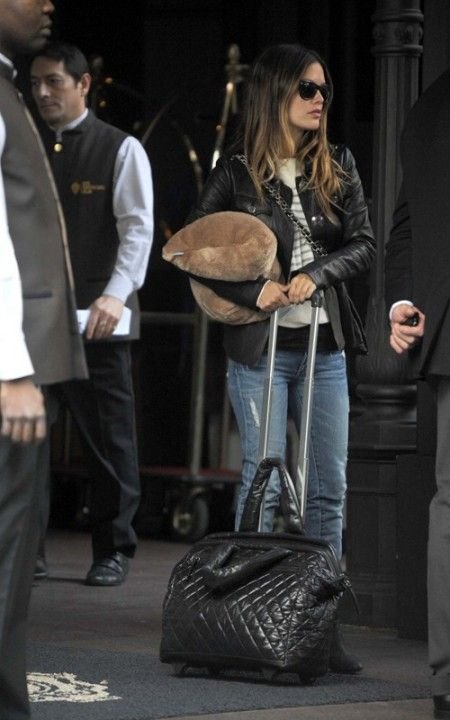 rachel bilson trolley chanel