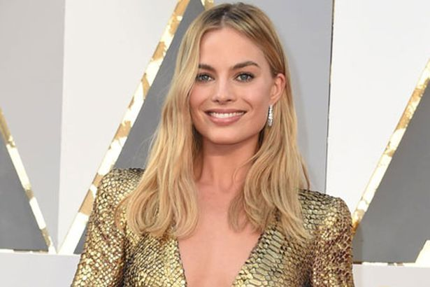 Long bob con mosso naturale per Margot Robbie