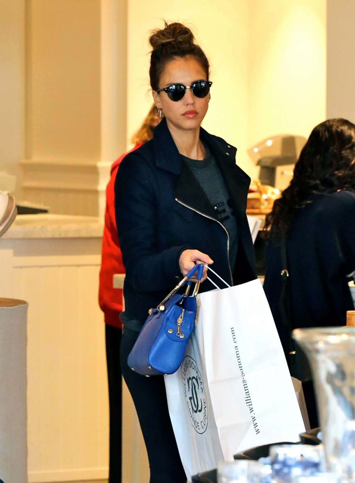 Jessica Alba in Ray-Ban Clubround