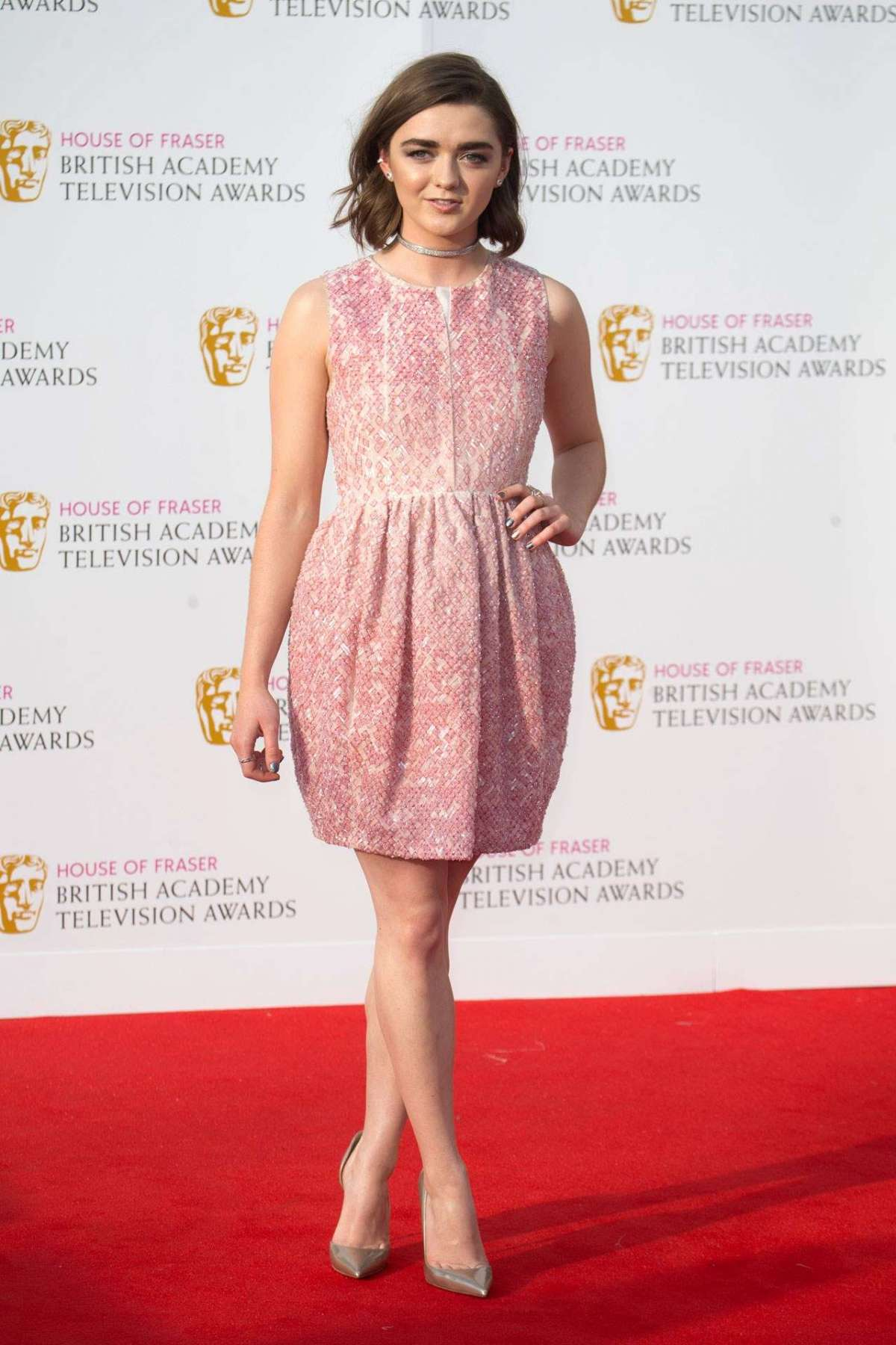 Look di Maisie Williams