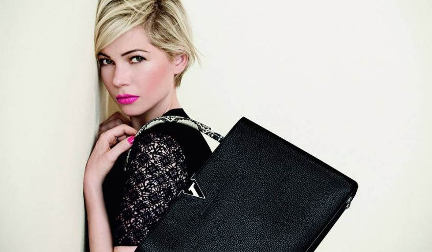 Michelle Williams con handbag Louis Vuitton con manico in rettile