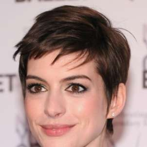 Anne Hathaway look capelli