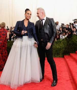 Alicia Keys e Jean Paul Gaultier al gala di beneficenza