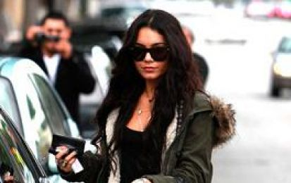Fendi borse: Vanessa Hudgens con la Unzipped Zip It bag