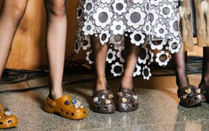 Le Crocs sbarcano alla London Fashion Week, ma sono davvero cool?