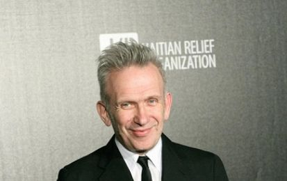 Jean Paul Gaultier diserta la Paris Fashion Week ed organizza un fashion show misto