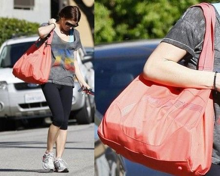 Ashley Greene con maxi sport bag Puma
