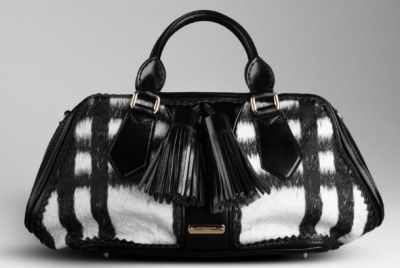 La nuova borsa di Burberry in stampa check black&white in lana alpaca