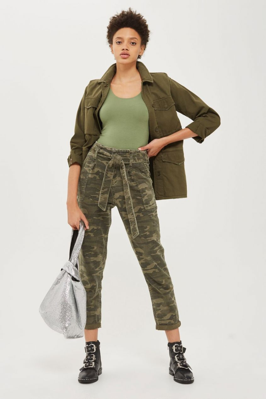 Jeans camouflage Topshop e anfibi