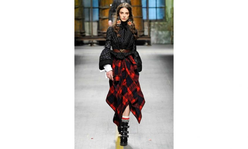 Look con gonna tartan Dsquared2