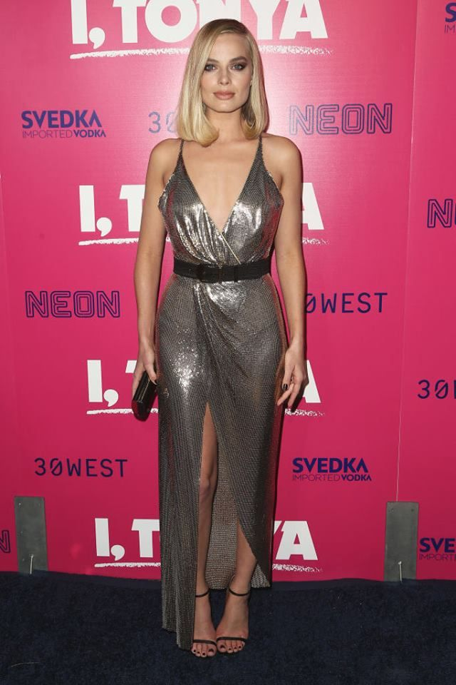 Regine di stile Margot Robbie in Atelier Versace