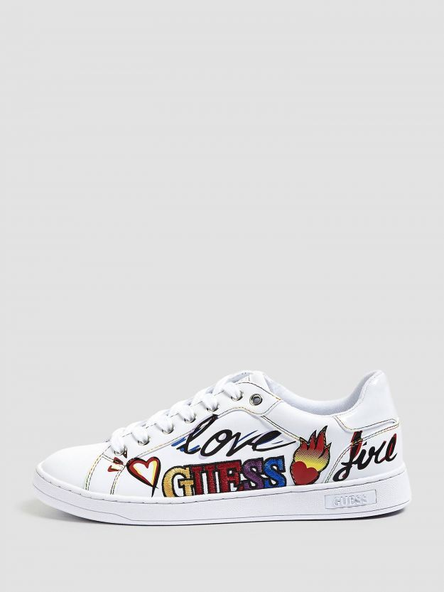 Sneakers bianche Guess con stampa a 99 euro