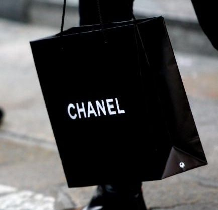 Chanel, riapre la boutique di Milano