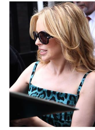 Yves Saint Laurent: occhiali da sole di Kylie Minogue