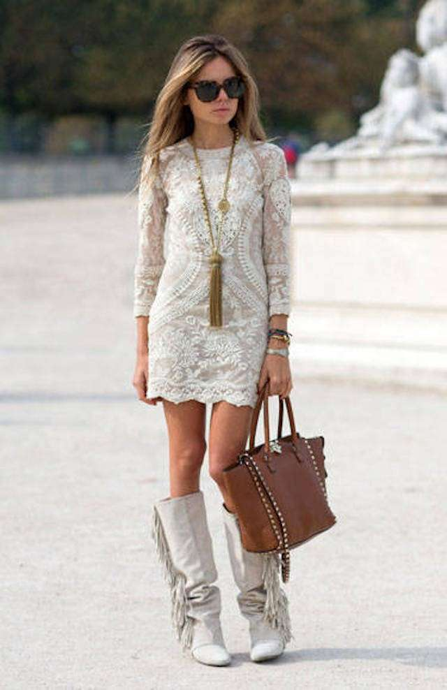 Look in bianco con borsa marrone