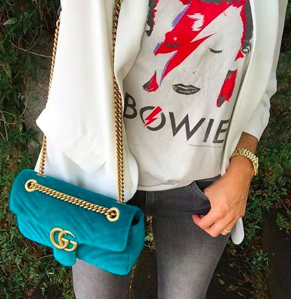 Gucci Marmont turchese con outfit casual