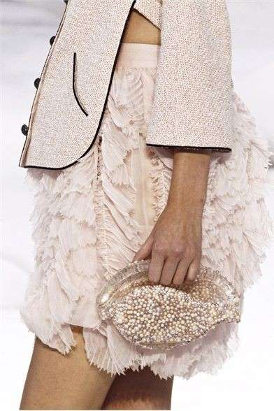 Chanel Shell Clutch con perle