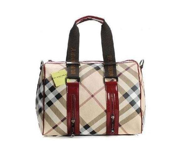 Bauletto Burberry falso