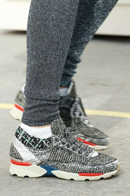 Sneakers in tweed bianco e nero Chanel