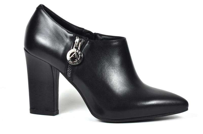 Ankle boot a punta Albano neri