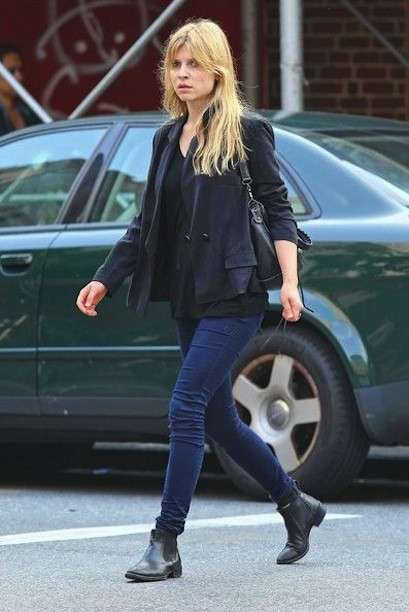 Chelsea boots con jeans per Clemence Posey