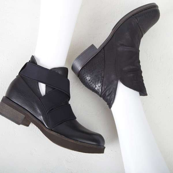 Cut out booties neri