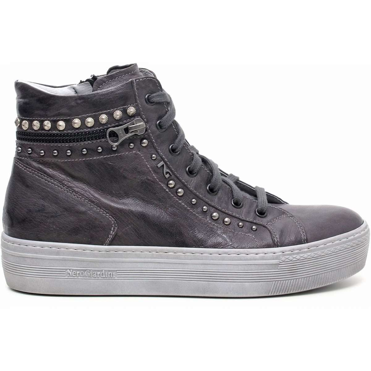 Sneakers alte con borchie