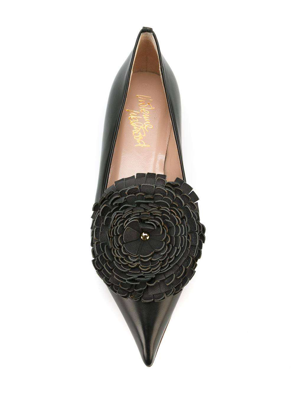 Slippers a punta nere con maxi fiore Vivienne Westwood