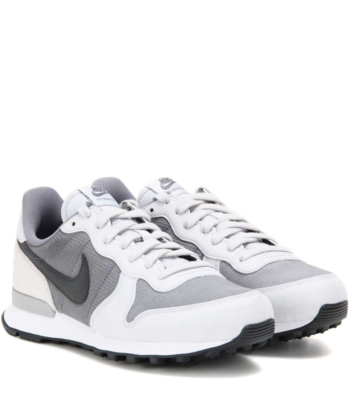 Sneakers grigie e bianche Nike