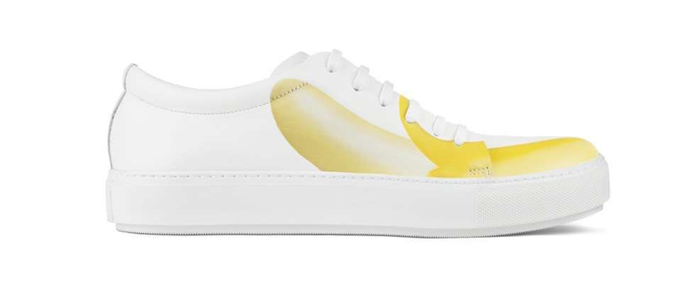 Sneakers bianche con banana
