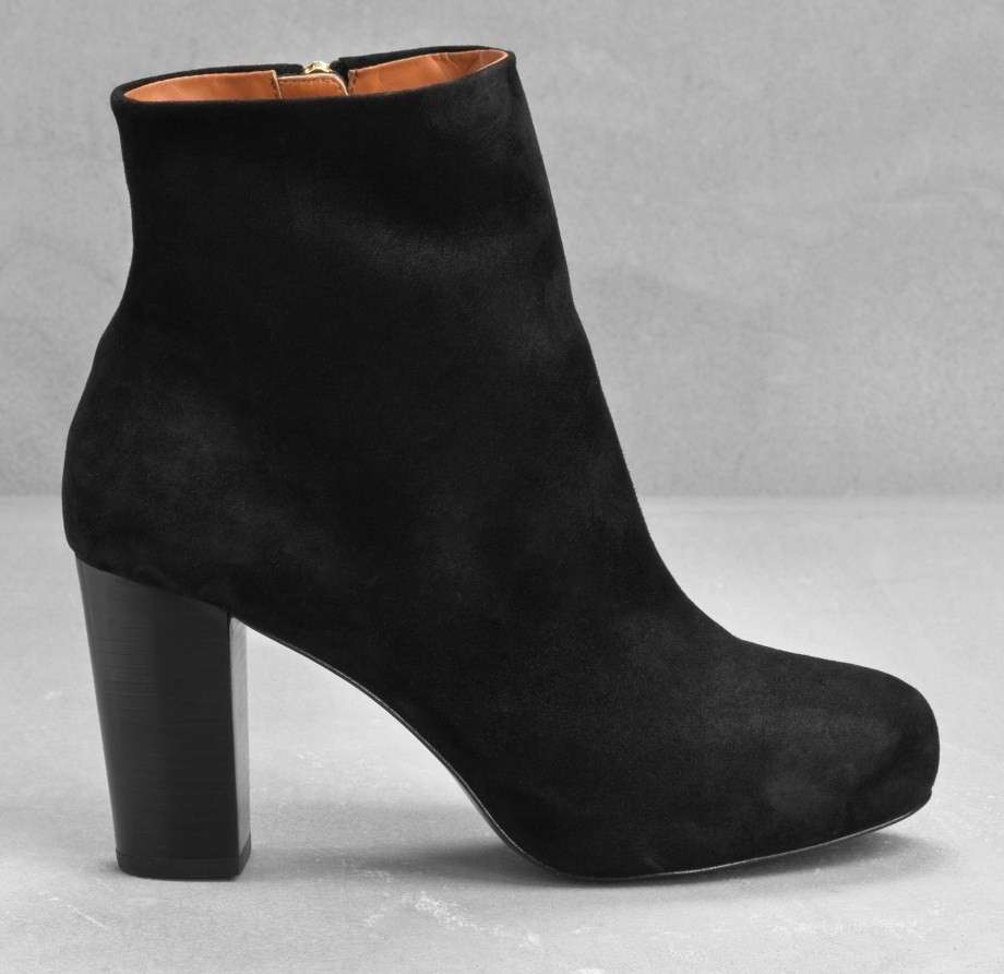 Ankle boot in suede nero And Other Stories