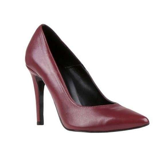 Pumps Bata a punta bordeaux