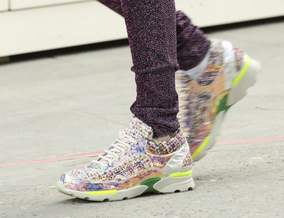 Sneakers Chanel colorate