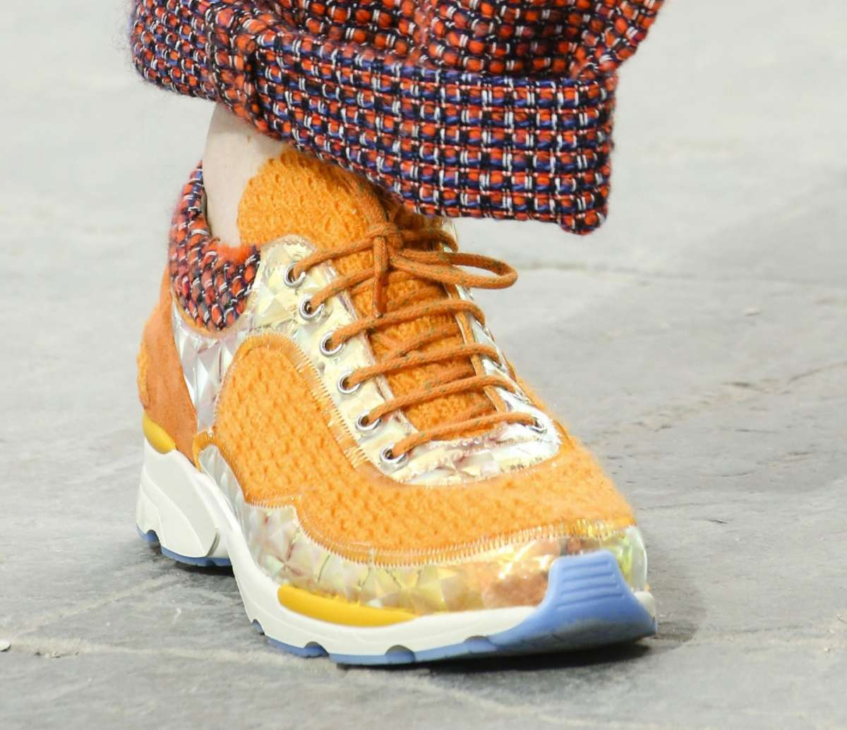 Sneakers gialle Chanel